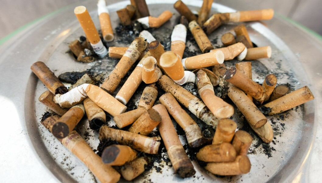 Stadig færre defineres som dagligrøykere i Norge, men andelen nå-og-da-røykere er fortsatt stabilt. (Illustrasjonsfoto: Gorm Kallestad, NTB scanpix)
