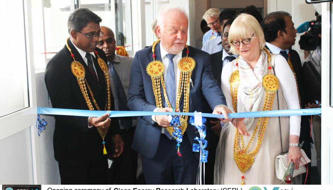 Laboratoriet ble åpnet i mai av Vice Chancellor Gunasingham Mikunthan ved University of Jaffna, rektor Berit Rokne fra HVL og ambassadør Thorbjørn Gaustadsæther fra den norske ambassaden i Colombo. (Foto: HVL)