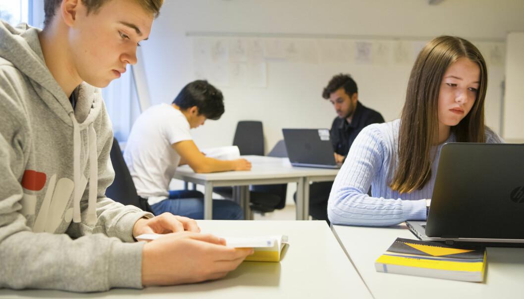 Ikke alle skoleelever liker nynorsk som fag i skolen. Hermundur Sigmundsson, professor ved NTNU, mener at man må slutte å tvinge ungdommer som sliter på skolen med å lære nynorsk. (Illustrasjonsfoto: Thinkstock)