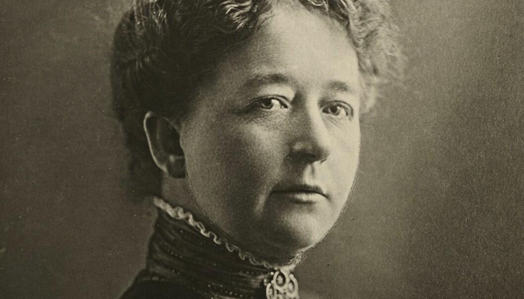 Kristine Bonnevie (1872 –1948) ble Norges første kvinnelige professor i 1912 og var bestyrer av Institutt for arvelighetsforskning fra 1916. Utstillingen «ProfessorBonnevies arkiv» står i Realfagsbiblioteket på Blindern ut året.  (Foto: Rude & Hilfling, The National Library of Norway, via Wikimedia Commons)