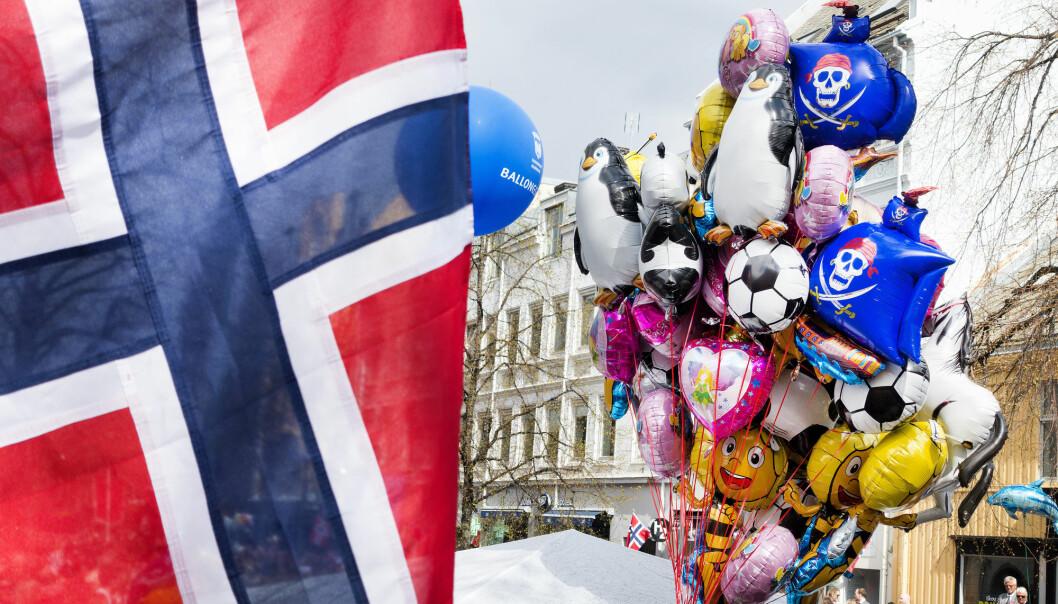 Heliumballonger under barnetoget i Trondheim 17. mai i fjor. I år har flere kommuner lagt ned forbud mot å selge ballonger fylt med grunnstoff nummer 2. (Foto: Gorm Kallestad, NTB scanpix)