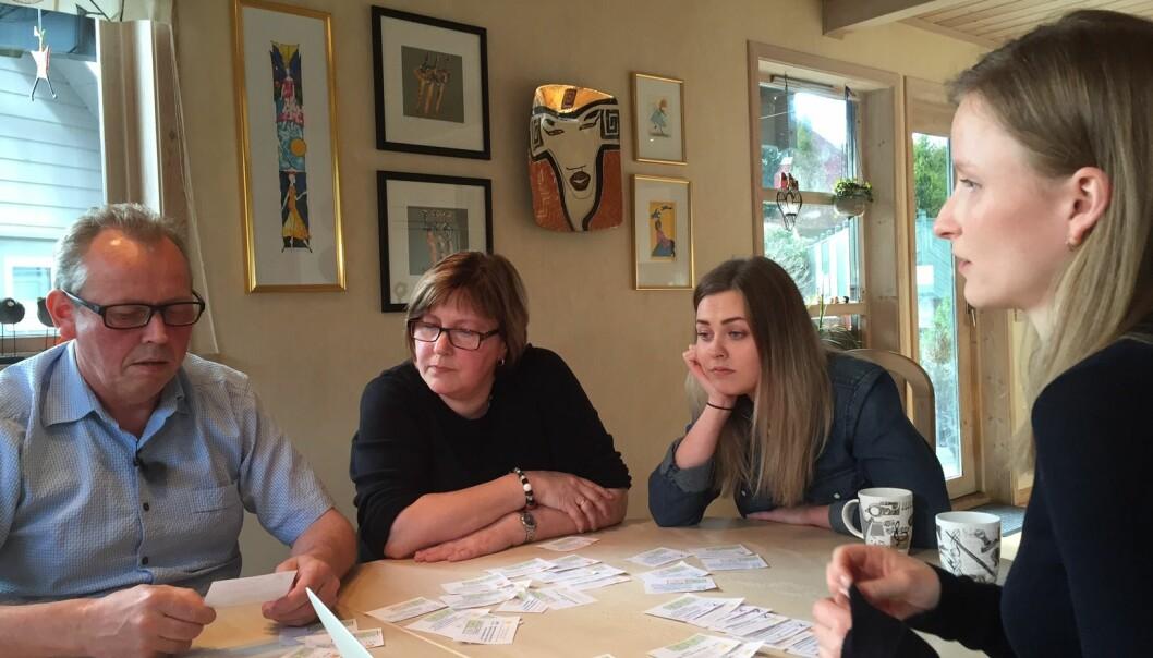 Forskar Karen Richardsen Moberg intervjuar familien Høines i Fyllingsdalen våren 2016. Foto: Oddgeir Øystese, NRK