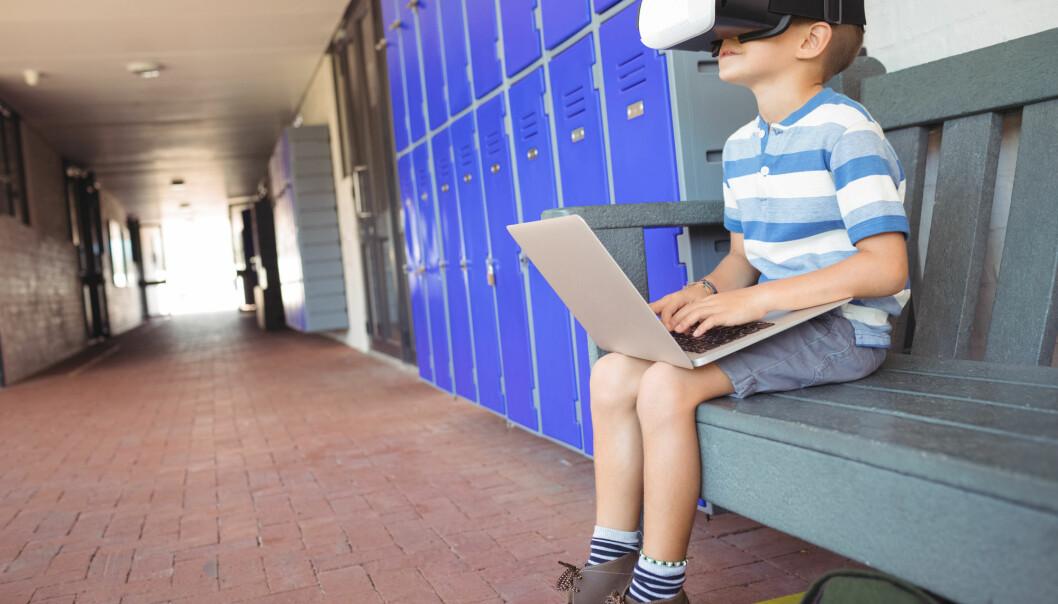 Virtual reality må testes før det tas i bruk i skolen, mener forskeren bak et nytt laboratorium.  (Foto: wavebreakmedia / Shutterstock / NTB scanpix)