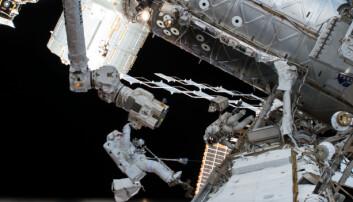 Den internasjonale romstasjonen ble skutt opp i 1998 og har vært bemannet siden 2000. (Foto: NASA)