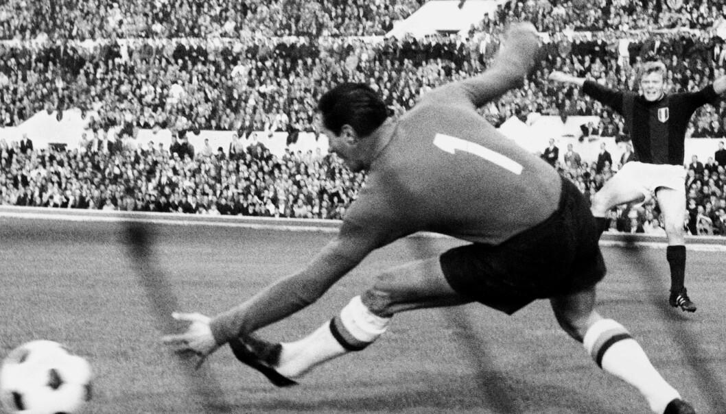 Italias fascistiske diktator Mussolini brukte fotball til å binde folk til seg. Han oppførte mange store fotballstadioner – her Romas Stadio Olimpico.  (Foto: LaPresse / Public domain via Wikimedia Commons)