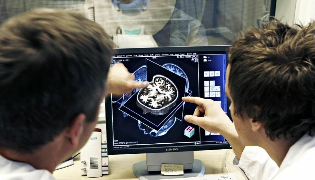 Egne forskerlinjer kan øke sjansen for at medisinere velger å forske mer. Nå kan tilbudet bli utvidet til flere fagfelt. (Illustrasjonsfoto: Geir Mogen, NTNU)