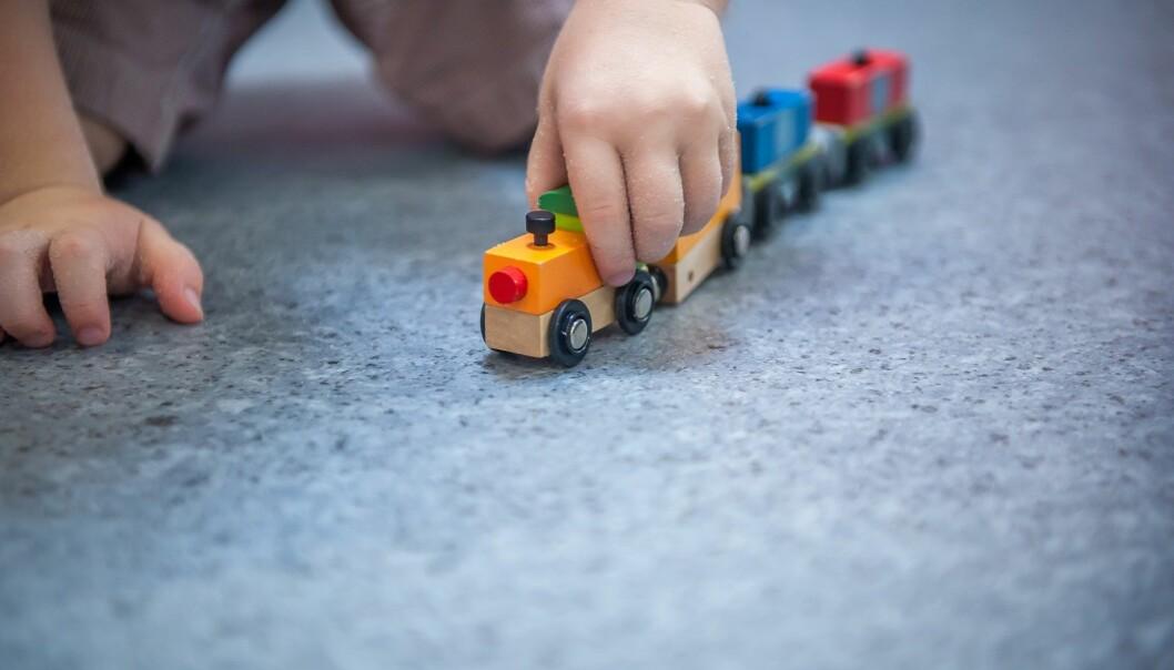 Bare 11 prosent av barna som hadde dårligst score i en språk-kartlegging, lekte med andre barn, mens 88 prosent av de med best resultater gjorde det, ifølge doktoravhandling om norske småbarn. (Foto: Sharomka / Shutterstock / NTB scanpix)