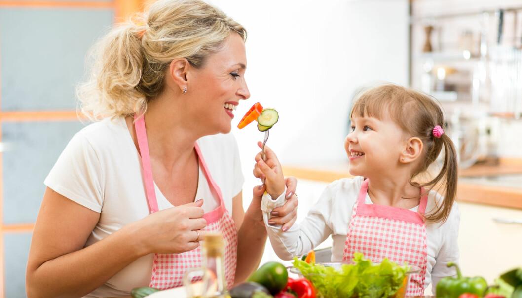 De aller fleste får dekket behovet for vitaminer fra maten.  (Foto: Oksana Kuzmina / Shutterstock / NTB scanpix)