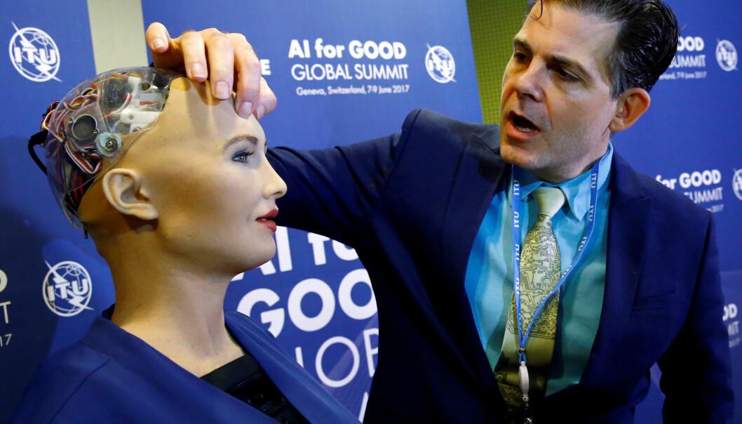 I juni 2017 viste David Hanson fram roboten Sophia som kan uttrykke mennesklige menneskelige følelsar. Robotar som kan uttrykke og forstå følelsar, kan endre kva vi oppfattar som empati, sa amerikansk forskar på ein mediekonferanse ved Universitetet i Bergen. (Foto: Denis Balibouse/Reuters)