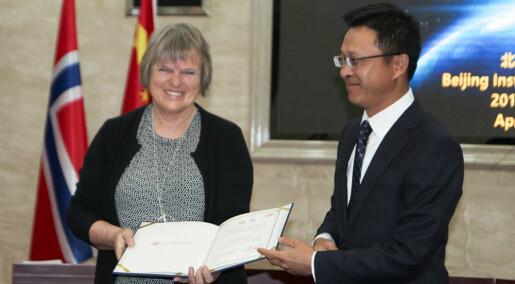 Åsta Birkeland fikk æresprofessorat i Kina