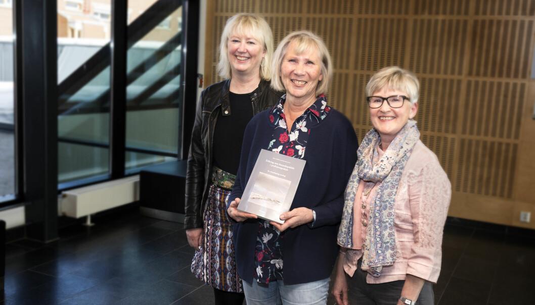 Yrkeserfaring er en kunnskapskilde: Fra venstre: Redaktør Johanne Alteren, Ruth Olsen og medredaktør Inger J. Danielsen.  (Foto: Svein-Arnt Eriksen)