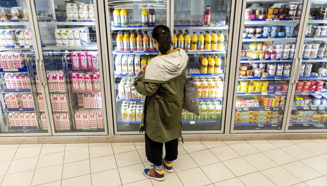 Hvilken farge melkekartongene har, er ikke tilfeldig. Grønnfarget emballasje beskytter H-melken mest, mens gul er best for skummet melk.  (Foto: Tore Meek / NTB scanpix)