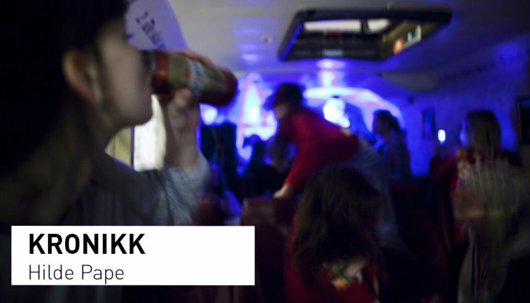 - . Dagens tenåringsforeldre er «tettere på» og har et nærere forhold til barna sine enn før. At slike kjennetegn ved forholdet til foreldrene beskytter mot fyll og høykonsum av alkohol i tenårene, er godt dokumentert fra før, skriver Hilde Pape. (Foto: Kyrre Lien / NTB Scanpix)
