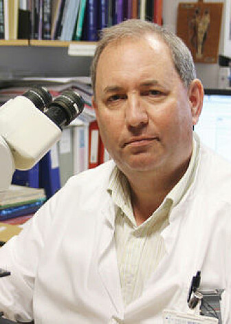 Lars Akslen ved Universitetet i Bergen mener at behandling av kreftsvulsters støttevev bør forbedres. (Foto: UiB)
