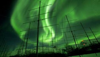 Visste du at jordas magnetfelt styrer solstormen mot polene, og da utløses polarlyset? Dette skjer når plasma eller solvind treffer den øvre atmosfæren i høy fart og treffer hydrogenmolekyler.  (Foto: David Jensen)