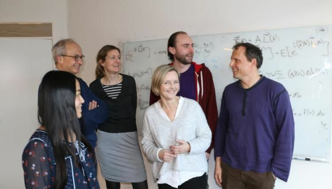 Noen av dem som jobber med å utvikle mye metoder innen dataanalyse og er tilknyttet DataScience@UiO: Sylvia Liu (t.v.), Arnoldo Frigessi, Ida Scheel, Ingrid Glad, Evgenij Thorstensen og Daniel Bakkelund. (Foto: Gunhild M. Haugnes/UiO)