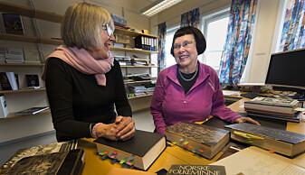 Marit Anne Haugan og Liv Helene Willumsen har kommet over flere lokale varianter forbundet med sankthansaften. Foto: Stig Brøndbo
