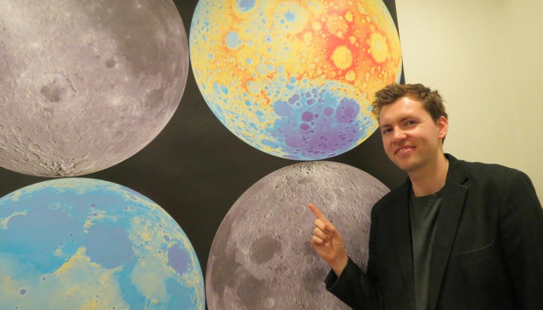 – Vi kaller ofte kratere for universets fossiler, sier Nils Charles Prieur. Han har studert Månens historie. (Foto: Ida Arff Tarjem)