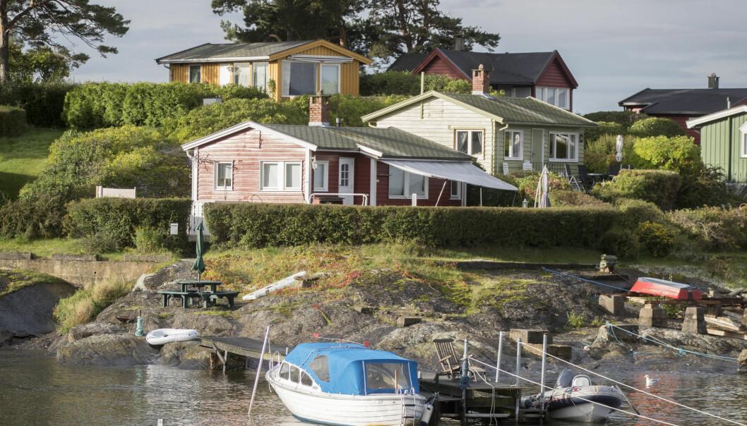 Hyttene på Lindøya i Oslofjorden er små og idylliske. Her er det ikke mulig for andre folk å ferdes og samtidig holde «rimelig avstand fra bebyggelse.» (Foto: Terje Pedersen / NTB scanpix)