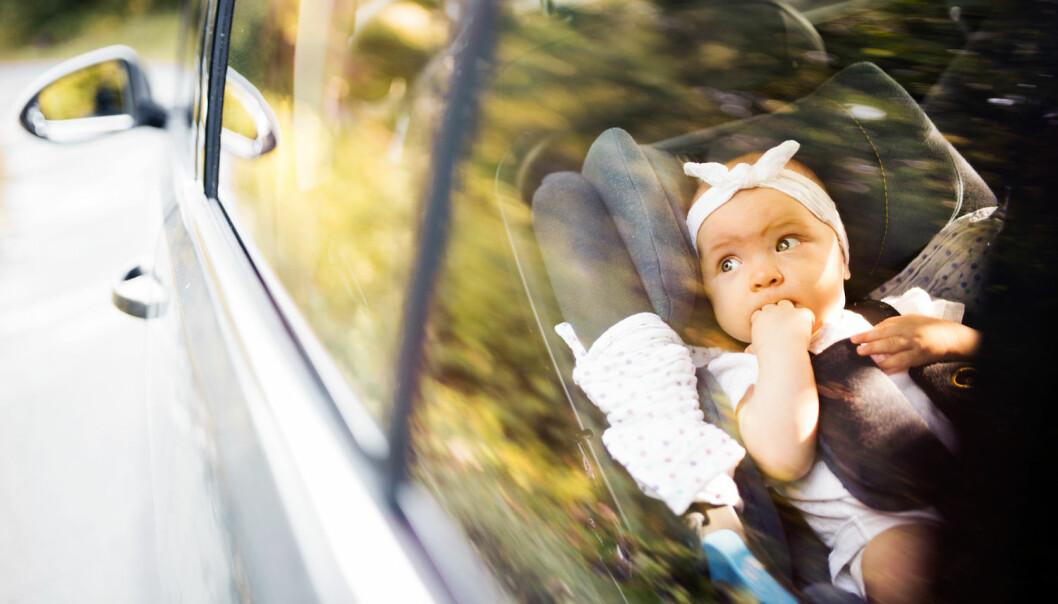 Små barn bør sitte baklengs i bil for å redusere faren for å bli skadet i en trafikkulykke. (Foto: Shutterstock/NTB scanpix)