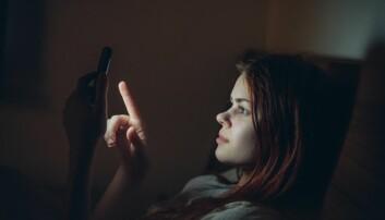 Bruker du mobilen i senga? Det kan forstyrre søvnen din, ifølge forskning. (Illustrasjonsfoto: Dmitry A, Shutterstock, NTB scanpix)