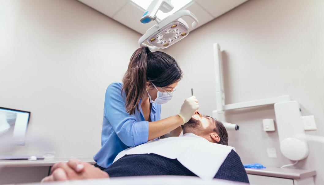 Tannleger kan, helt ubevisst, lukte at du er redd når du sitter i tannlegestolen. (Illustrasjonsfoto: Shutterstock / NTB Scanpix)