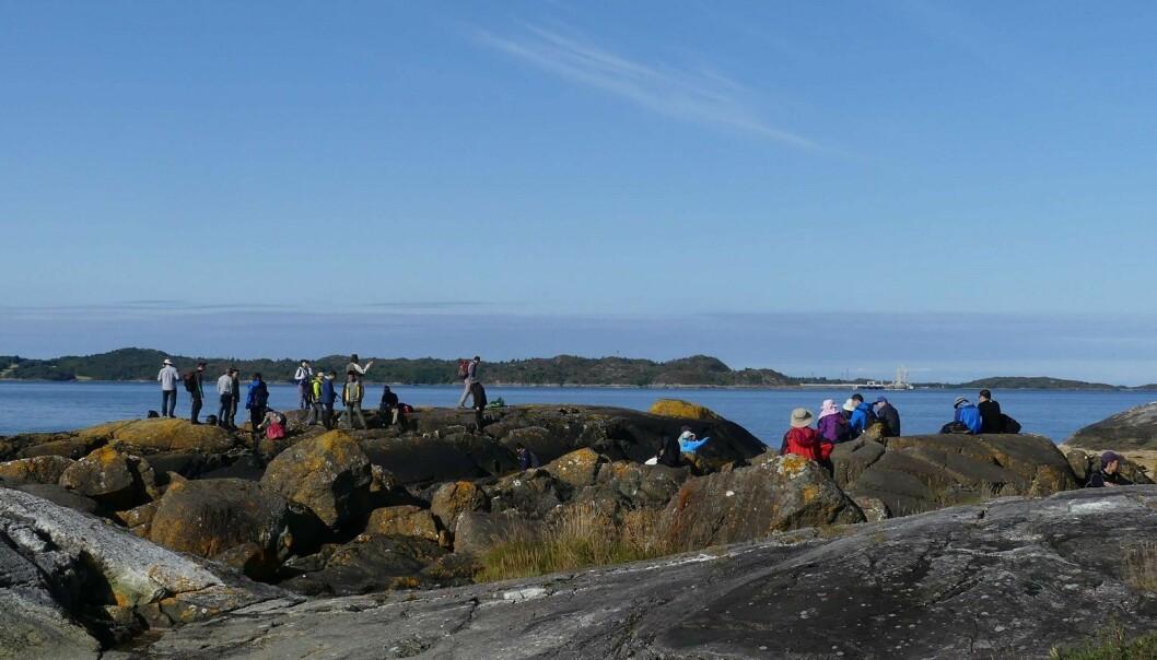 Forskere fra hele verden reiser til Norge for å studere eklogittene. Ivrig besøkte vi steder i Romsdal under den internasjonale eklogittkonferansen i 2017. (Foto: Ane K. Engvik)