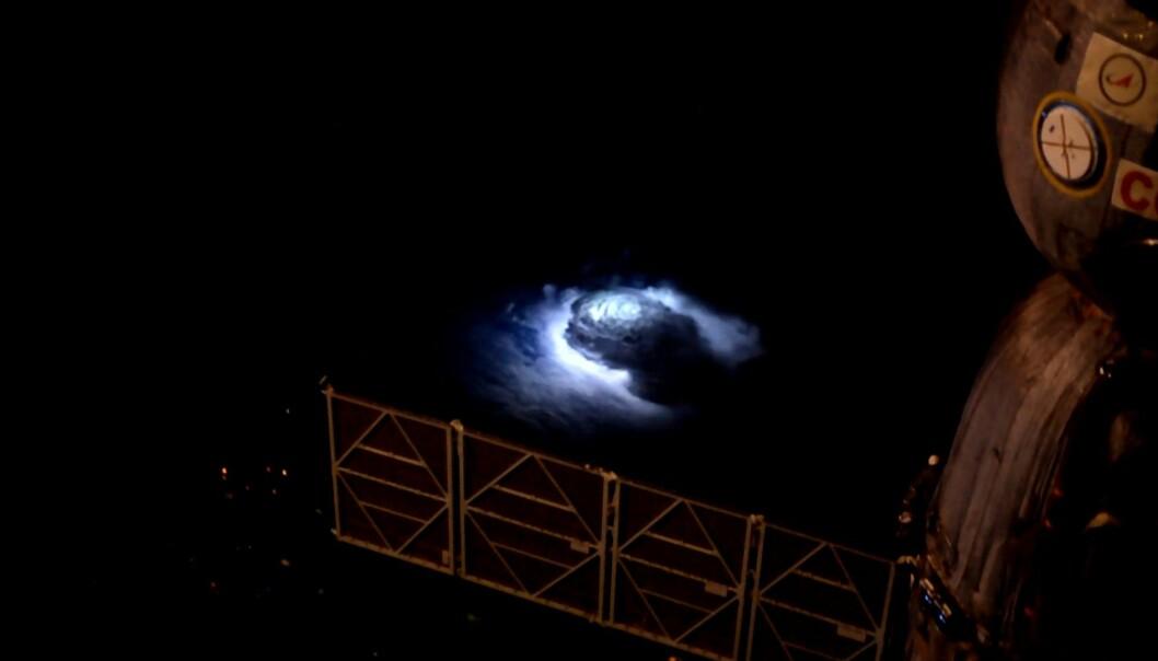 I år 2015 ble den danske astronauten Andreas Mogensen bedt om å ta bilder av tordenstormer fra den internasjonale romstasjonen ISS. Målet var å finne de mystiske jordiske gammaglimtene forskere har vært på jakt etter i flere tiår. (Foto: Andreas Mogensen/ESA/NASA)