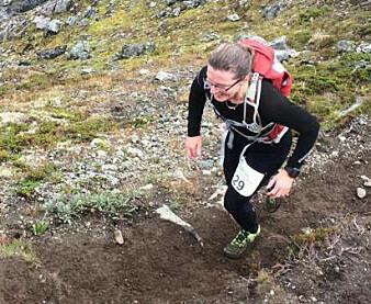 Anne Sverdrup-Thygeson på vei opp Romsdalseggen. (Foto: Privat)