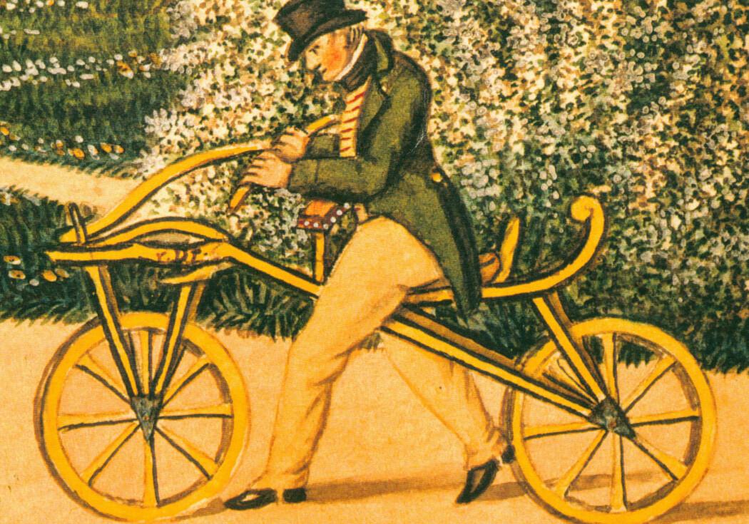 Karl Drais på løpemaskinen han debuterte med i 1817. Det finnes beretninger om mulige sparkesykler før dette, men de fleste gir Drais æren for å ha vært først ute. Klikk på bildet for større versjon. (Illustrasjon: Ukjent, Creative Commons)