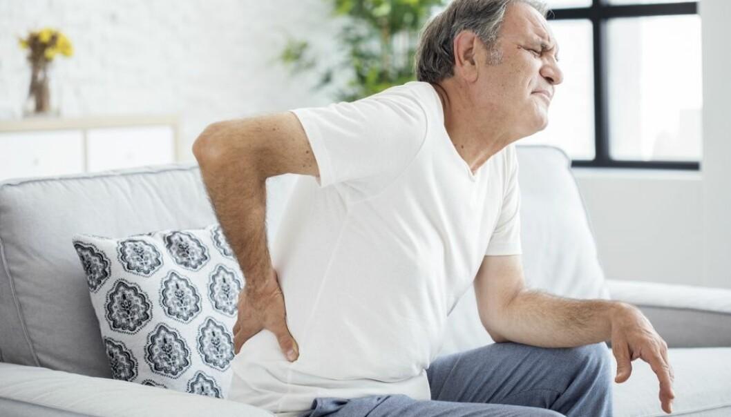 Leger må bli flinkere til å lære personer med langvarige ryggplager å leve med plagene, mener norsk professor.  (Foto: Sebra/Shutterstock/ NTB scanpix)