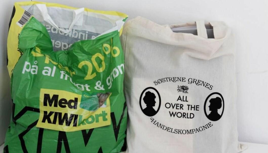 Bomullsposer belaster miljøet mer enn plastposer. Men det betyr ikke at plast er bra for miljøet.  (Foto: videnskab.dk)