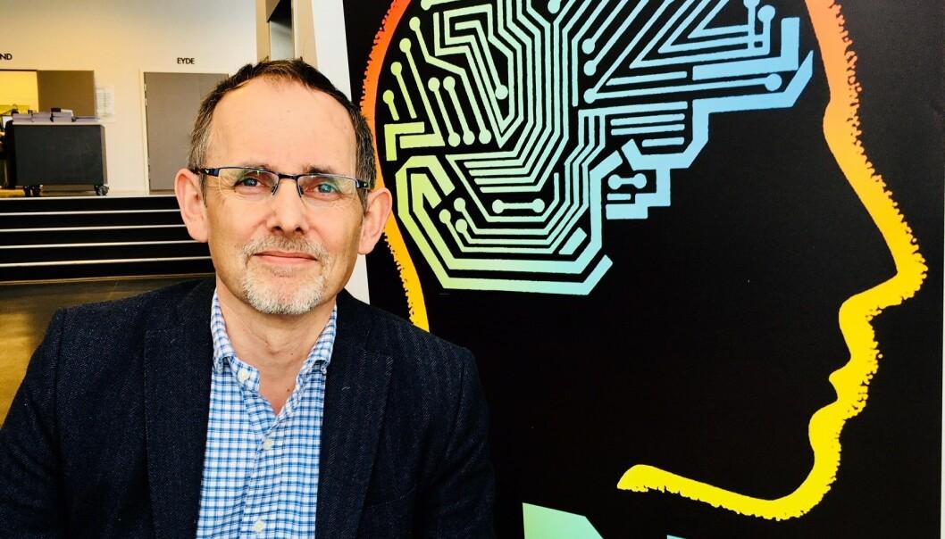 Nevrolog Lars Bø er leder for Nasjonalt kompetansenter for MS ved Haugeland Universitetssykehus og leder den nye studien som skal undersøke effekten av stamcelle-behandling av MS-pasienter.  (Foto: Anne Lise Stranden/forskning.no)