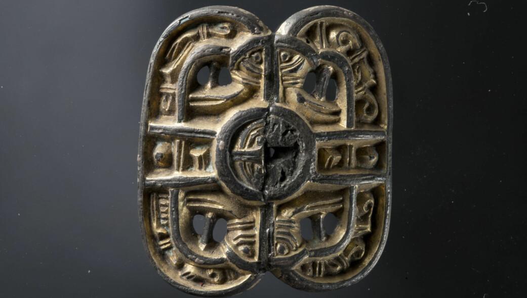 Melberg-spennen. (Foto: T. Tveit, Arkeologisk museum, Universitetet i Stavanger)