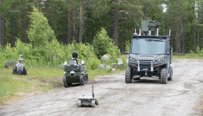 Kjøretøyene som ble brukt i eksperimentet er i utgangspunktet hyllevare, men de har i ulik grad blitt påbygd eller ombygd. (Foto: Christian Tandberg / FFI)