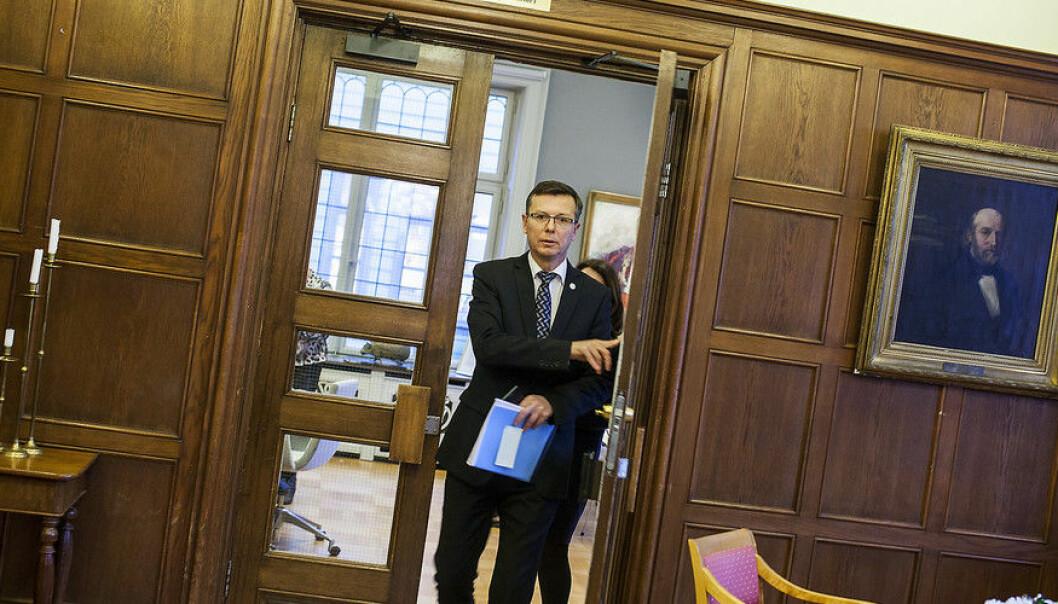 Rektor ved Universitetet i Bergen, Dag Rune Olsen, avviser at han har handla i strid med lova eller Redaktørplakaten. (Foto: Ingvild Festervoll Melien)