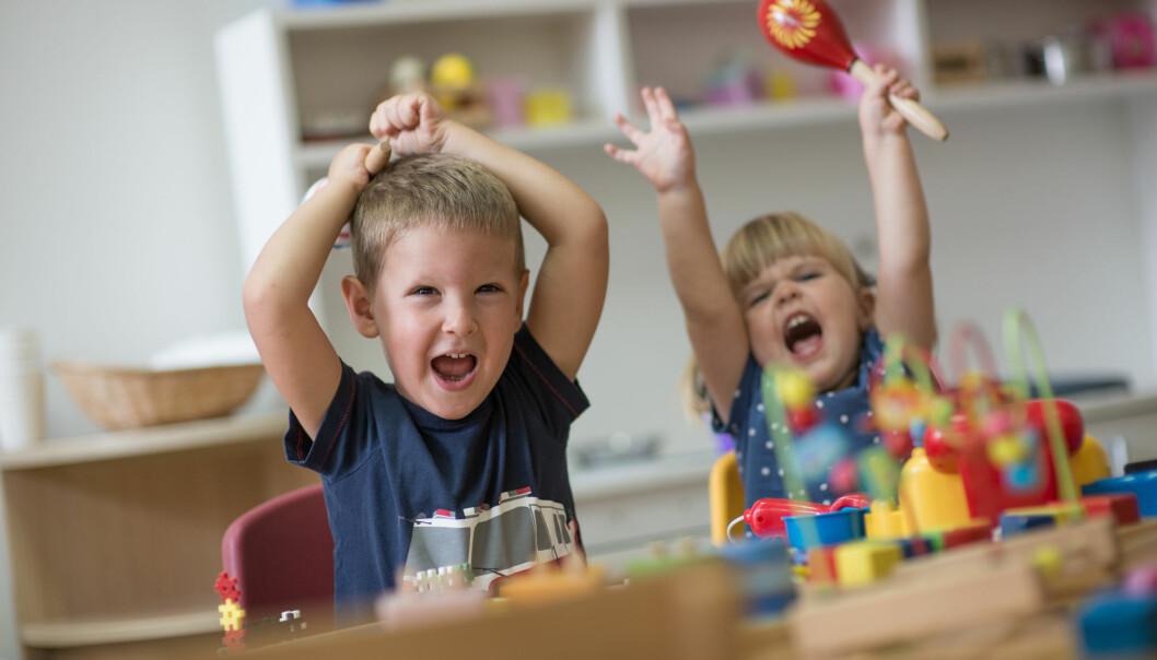 Mange av lydene i barnehagen er bare bråk. Men noe av det kan jo også være viktig informasjon som barna formidler. Derfor kan ikke de som jobber der gå med hørselsvern eller ørepropper. Det kan være en av grunnene til at førskolelærere rapporterer om mer hørselsplager enn andre. (Foto: Shutterstock / NTB Scanpix)