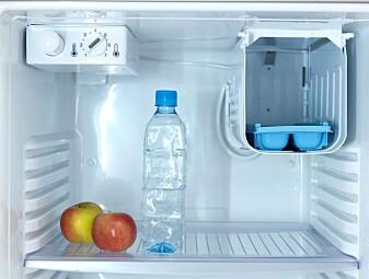 """""""Kjøleskapet henter varme fra innsida og slipper den ut på utsida."""" (Foto: Colourbox)"""