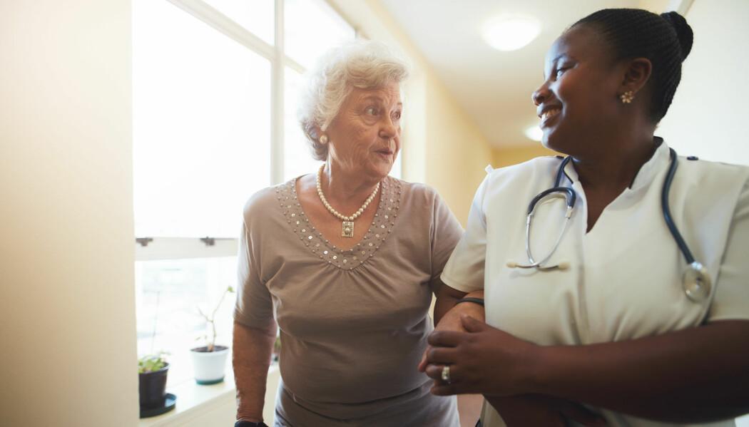 En god leder er tilgjengelig og lydhør og tar gjerne på seg uniform for å gjøre omsorgsoppgaver som alle andre, mener ansatte ved tre sykehjem. (Illustrasjonsfoto: Jacob Lund, Shutterstock, NTB scanpix)