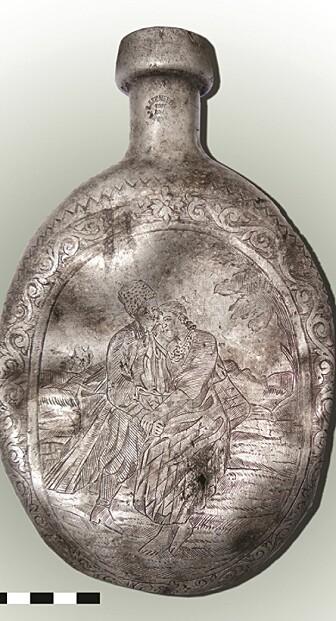 Hele flasken. Den er 13,5 cm bred og 22,5 cm lang (bilde: Kobialka/Antiquity)