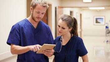 På sykepleierutdanningen ved OsloMet er litt under 90 prosent kvinner. Hvordan kan universitetene og høgskolene få flere menn til å velge yrker som tradisjonelt har vært kvinnedominert? (Illustrasjonsfoto: Shutterstock / NTB Scanpix)