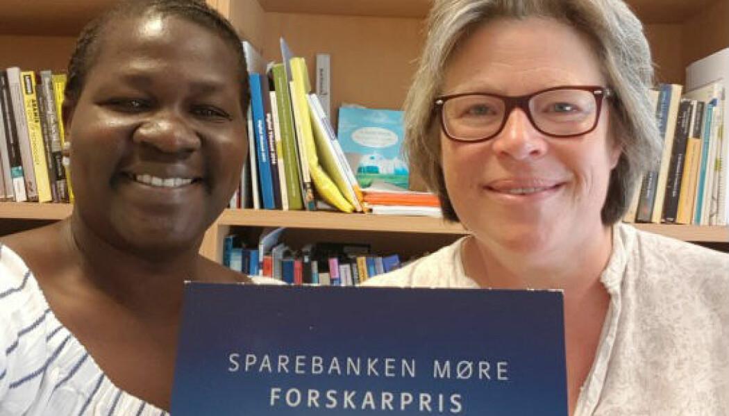 Prisvinnarane - Carol A. Dralega og Hilde G. Corneliussen. (Foto: Vestlandsforsking)