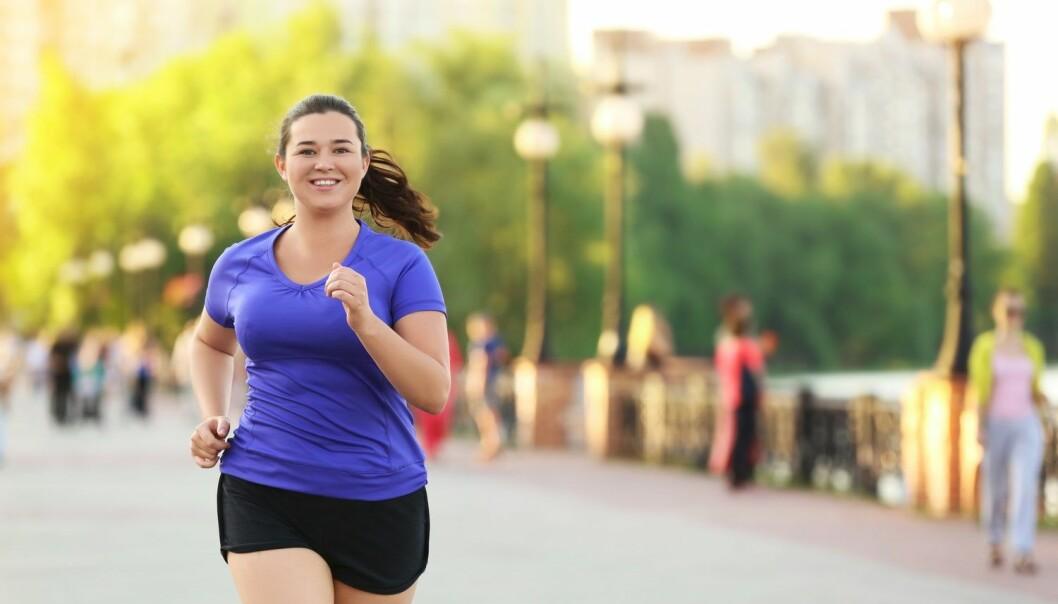Forskerne bak den nye studien slår  fast at sykdomsrisikoen økte jo mer fett folk hadde rundt midjen. (Illustrasjonsfoto: Africa Studio, Shutterstock, NTB scanpix)