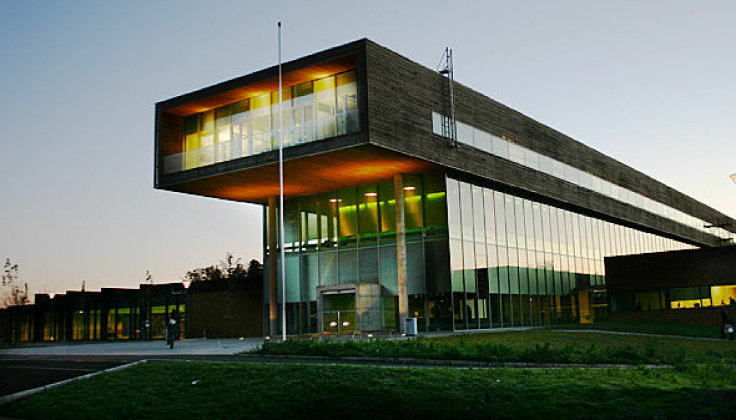 Ledelsen ved Høgskolen i Østfold fortalte om forskningsjukset på en pressekonferanse mandag formiddag. (Foto: Bård Halvorsen, Wikimedia Commons)