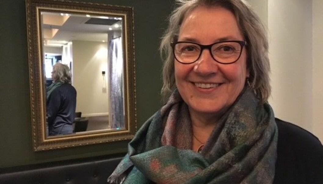 Lege og forsker Lotte Hvas mener sykeliggjøring av overgangsalderen er overdrevet, og har gitt ut bok om alt du trenger å vite om overgangsalderen.  (Foto: Anne Lise Stranden/forskning.no)