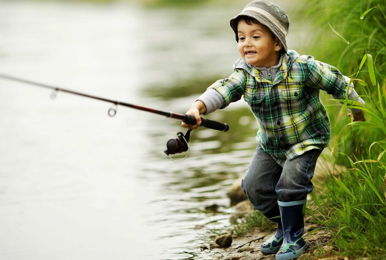 Det kommer stadig flere turister fra europeiske land for å fiske i Norge. (Foto: Colourbox)