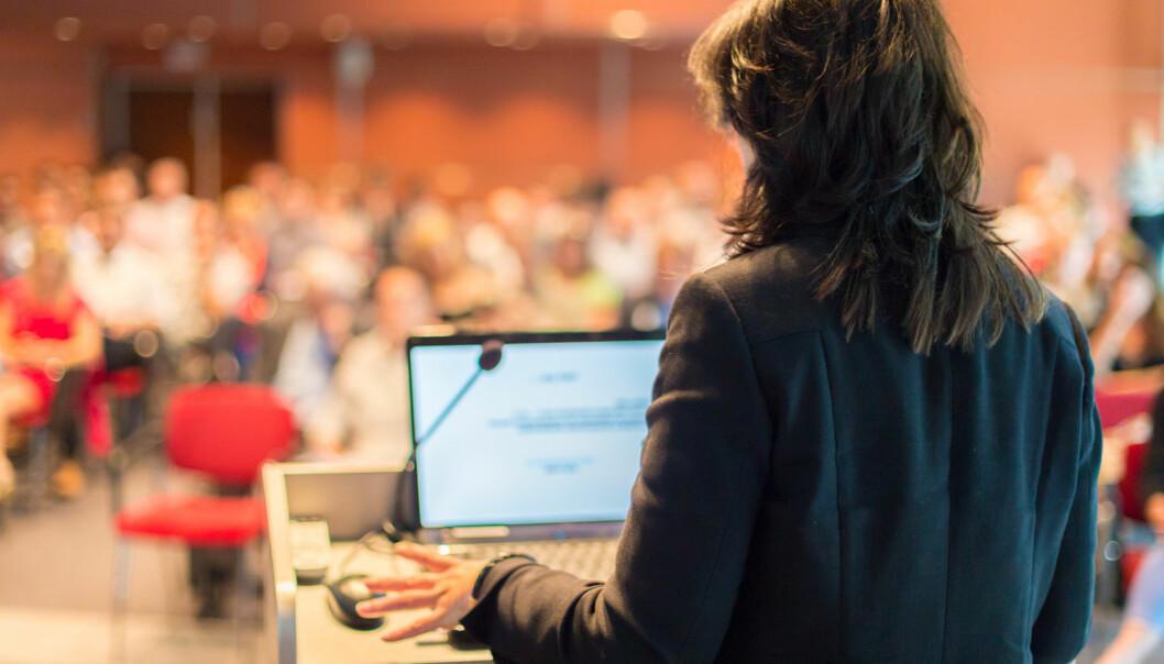I Norge er det er omtrent like mange kvinner og menn blant studenter og stipendiater, og kvinner utgjør nær halvparten av de vitenskapelige ansatte. Likevel er det få kvinner som tar steget videre til å bli professor. (Illustrasjonsfoto: Shutterstock / NTB Scanpix)