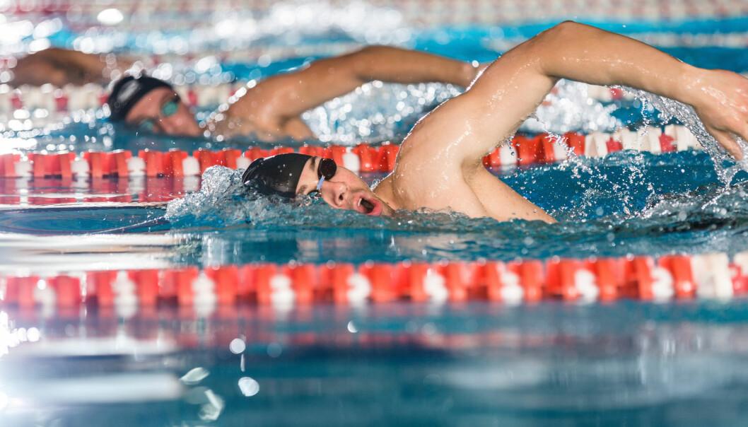 Intensive treningsøkter kombinert med at utøvere puster inn klorholdig luft, gir svømmere større fare for ømfintlige luftveier. (Illustrasjonsfoto: Shutterstock / NTB Scanpix)