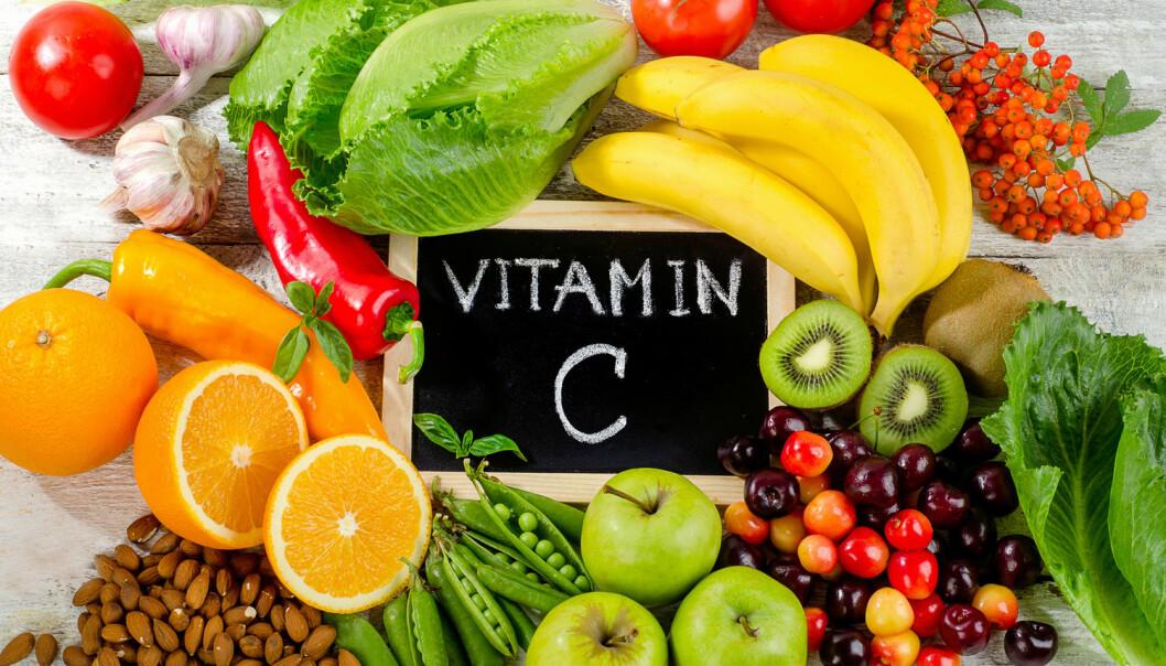 Frukt er fylt med C-vitamin, men det er ingen garanti mot forkjølelse å spise mye av det.  (Foto: bitt24 / Shutterstock / NTB scanpix)