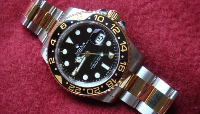Hva appellerer mest til deg? Denne klokken kan bli beskrevet som en kvalitetsklokke som kan takle enhver situasjon, eller som en prestisjetung klokke som er et symbol på en spesiell livsstil. (Illustrasjonsbilde av en Rolex GMT Master II: Bsodmike/CC BY 3.0)